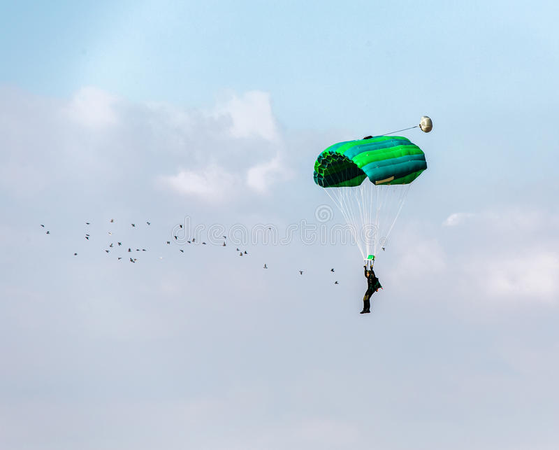 Flying in the sky parachutist royalty free stock photos