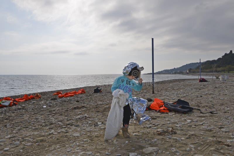Flyktingar som ankommer på Lesvos royaltyfria foton