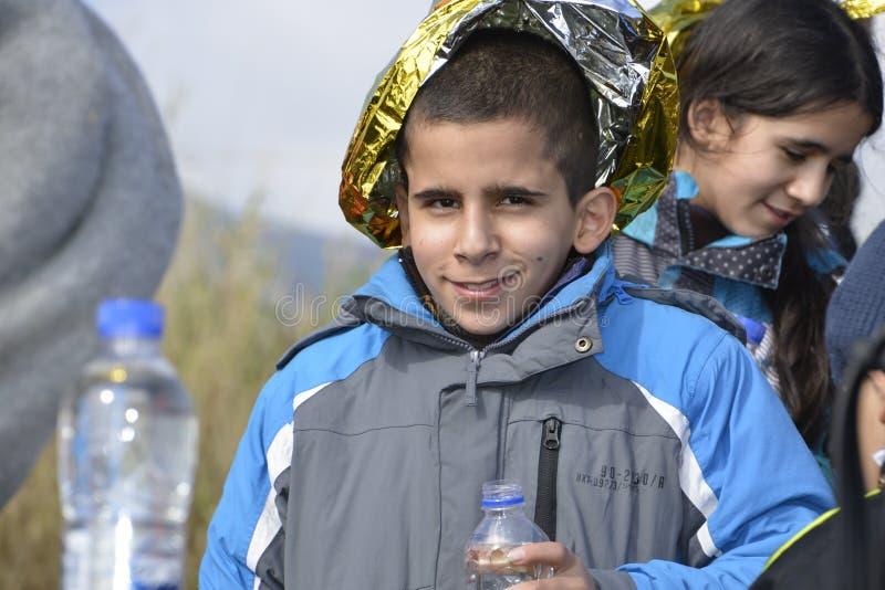Flyktingar som ankommer på Lesvos arkivfoto