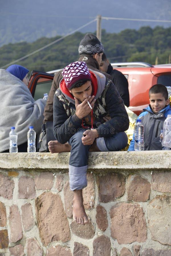 Flyktingar som ankommer på Lesvos royaltyfria bilder
