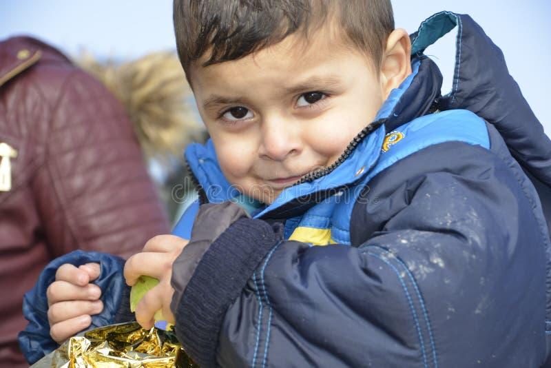 Flyktingar som ankommer på Lesvos fotografering för bildbyråer