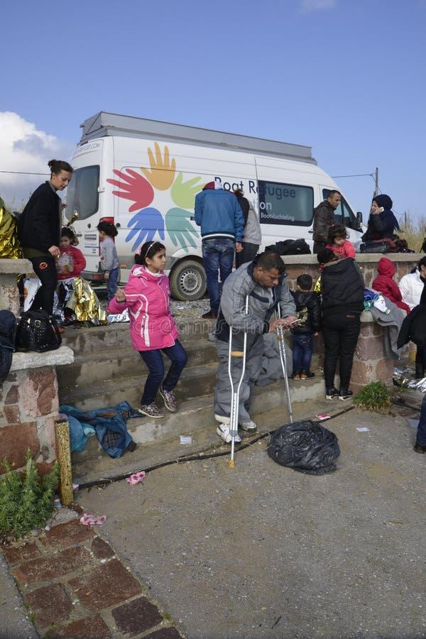 Flyktingar som ankommer på Lesvos royaltyfri foto
