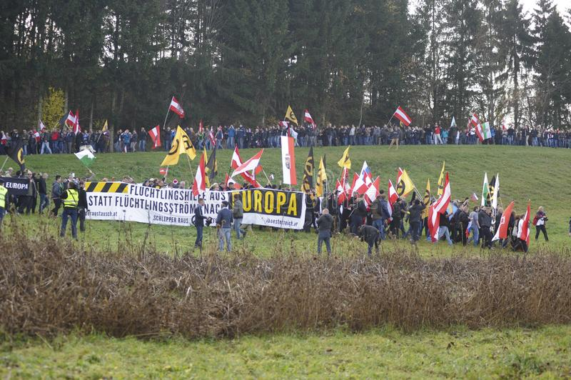 Flyktingdemonstrationer i Spielberg, Österrike royaltyfria foton