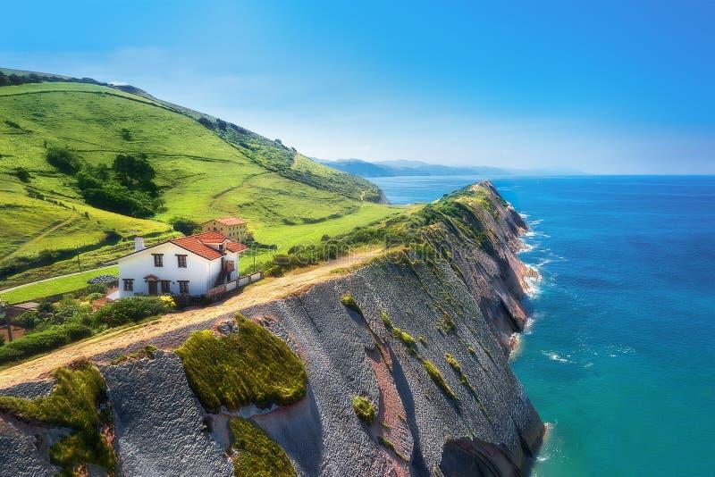 Flysch no coatline de Zumaia no país Basque fotos de stock