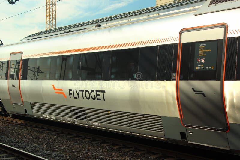 Flytoget, o de alta velocidade expressa em Drammen, Noruega foto de stock royalty free