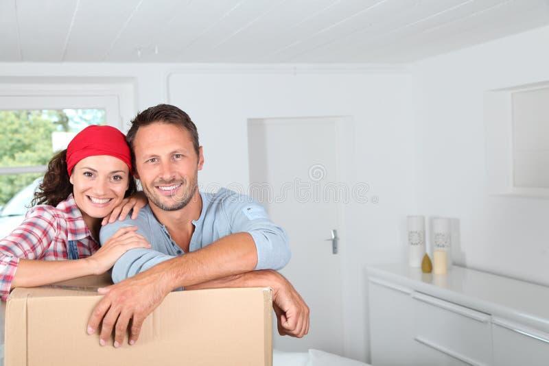 flytta sig för hus som är nytt royaltyfri fotografi
