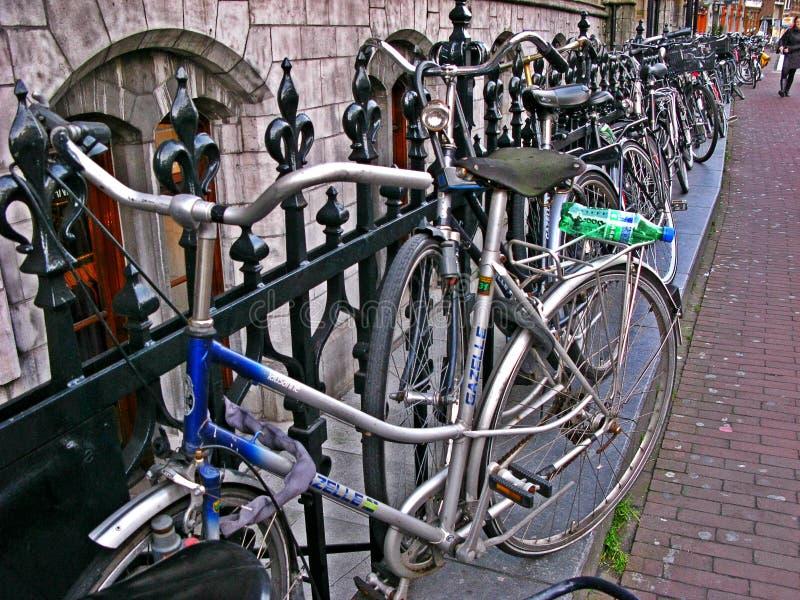 Flytta sig med cykeln arkivbilder