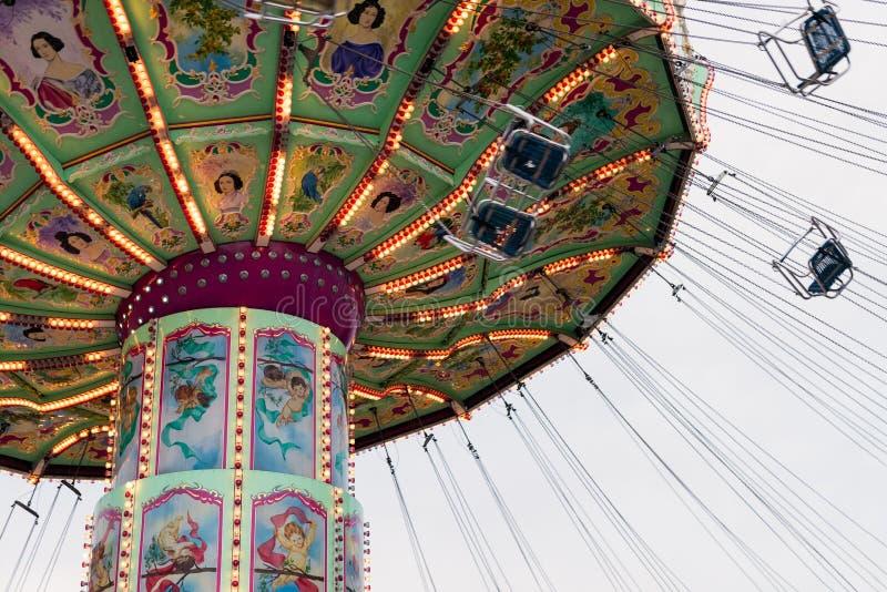 Flyttande Luftikus karusell, Prater, Wien, Österrike, mulen dag royaltyfri foto