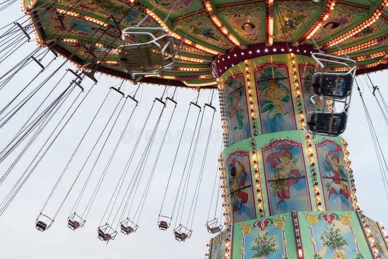 Flyttande Luftikus karusell, Prater, Wien, Österrike, mulen dag royaltyfri fotografi