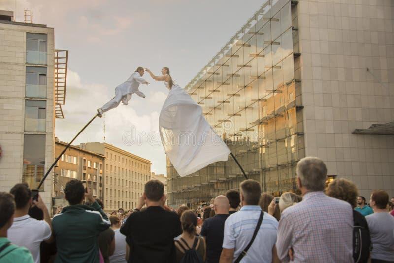 Flyttande Poles, 32nd gatafestival av teatern, Krakow, Polen, Juli 2019 arkivfoton