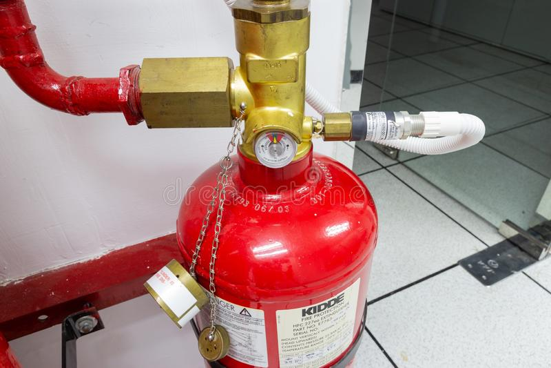 FM200 gazu wylew system, Benzynowy stłumienie systemu w dane centrum pokoju zdjęcia stock