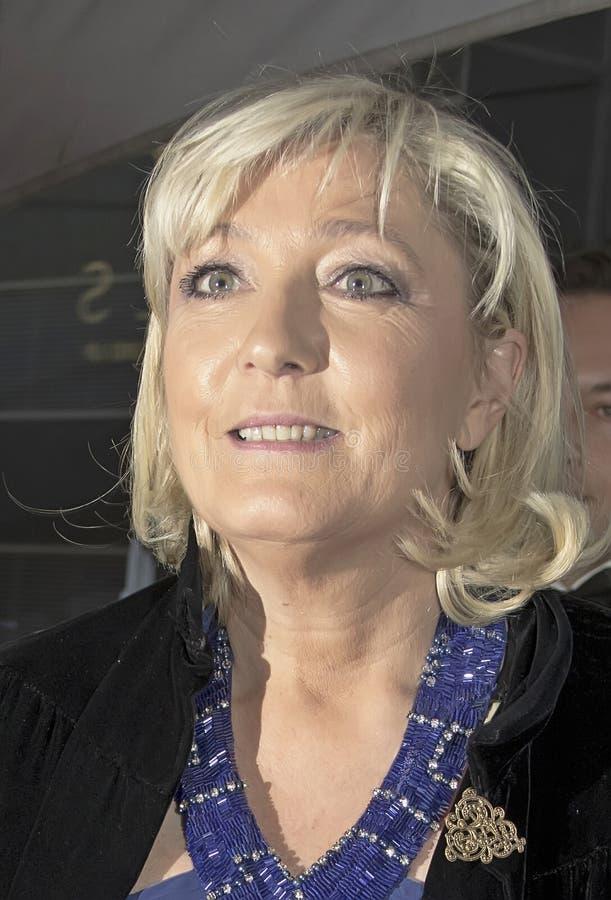 FMarine Le Pen Arrives 2015 al galà di volta 100 immagine stock libera da diritti