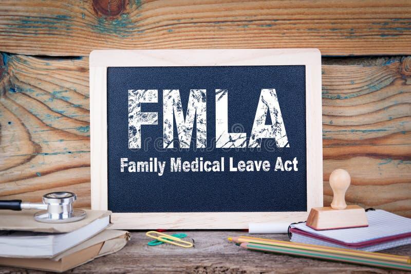 Fmla,家庭医疗事假行动 在木背景的黑板 库存照片