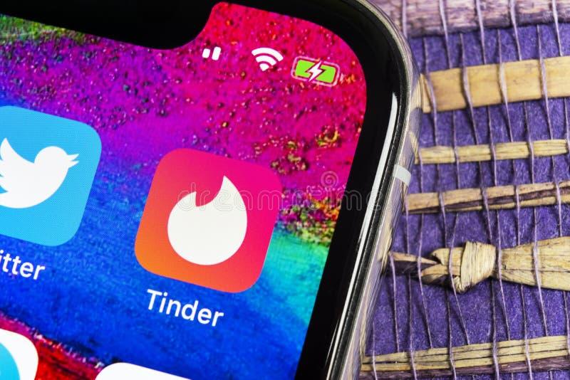 Fnöskeapplikationsymbol på närbild för skärm för Apple iPhone X Fnöskeapp-symbol Fnöskeapplikation Social massmediasymbol bilden  royaltyfria foton