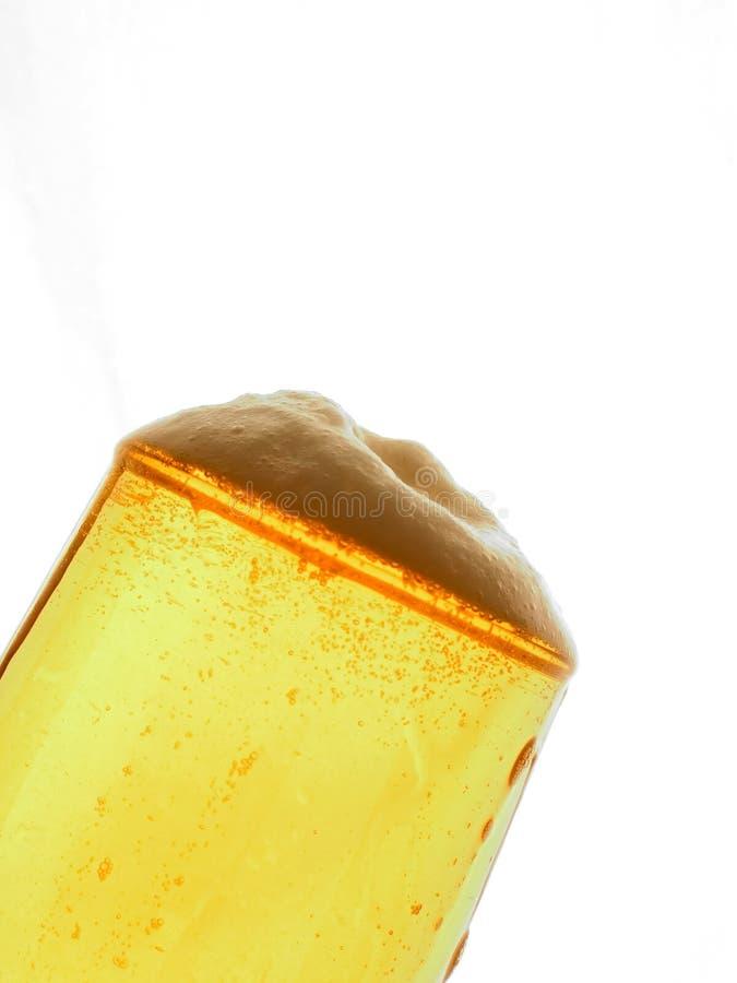 Foamnig啤酒 免版税库存图片