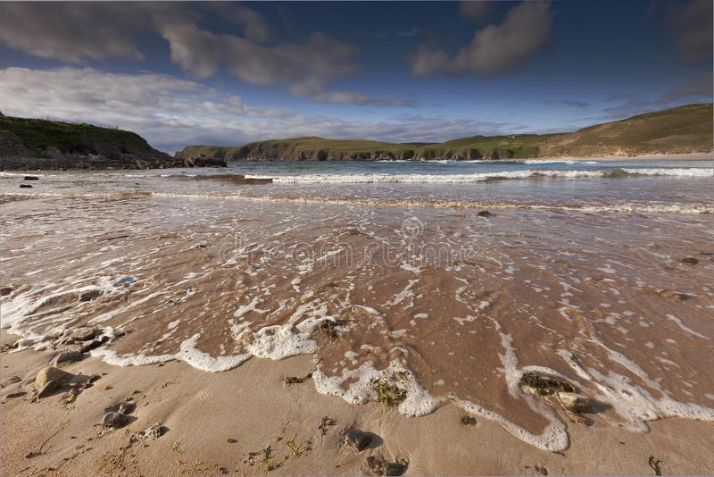 Foamy εισερχόμενη παλίρροια στη Βόρεια Θάλασσα στοκ εικόνες