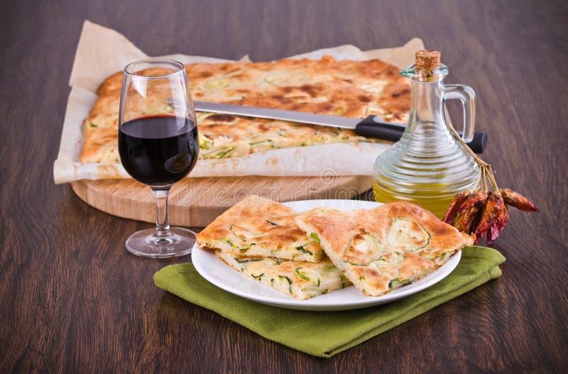 Focaccia mit Zucchini. stockbild