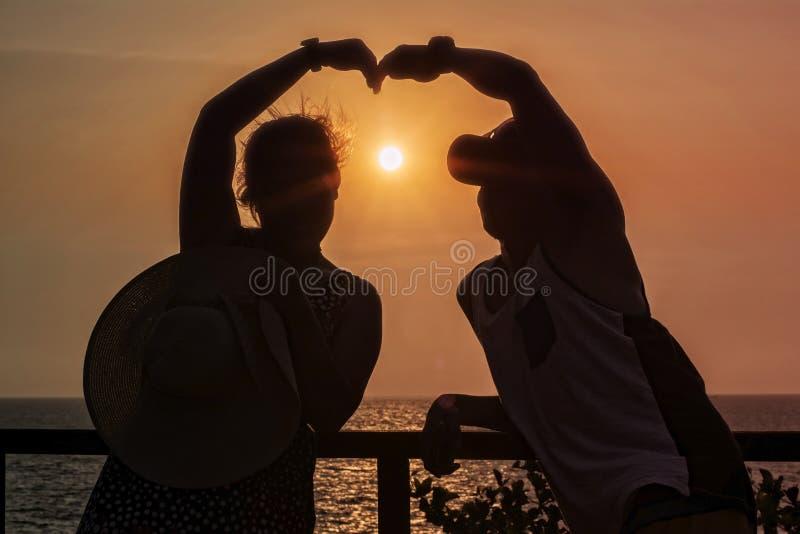 Focalisez la tache floue parfois chacun des deux l'ombre du bonheur photo stock