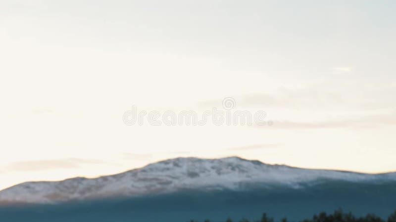 Focalisez la traction dans la vue de la crête de montagne de Milou banque de vidéos
