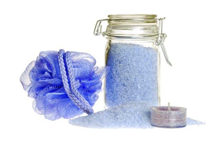 Foco de sal de banho da alfazema no frasco fotografia de stock royalty free
