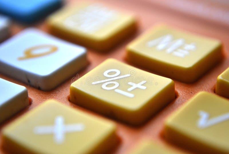 Foco do tiro do close-up da calculadora na porcentagem fotografia de stock