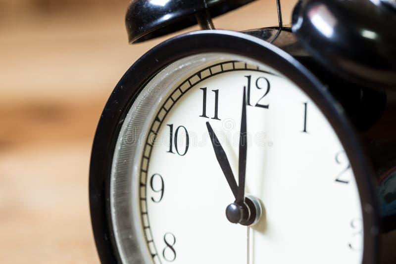 Foco selectivo del reloj del vintage en el reloj del ` del número 11 o imagen de archivo