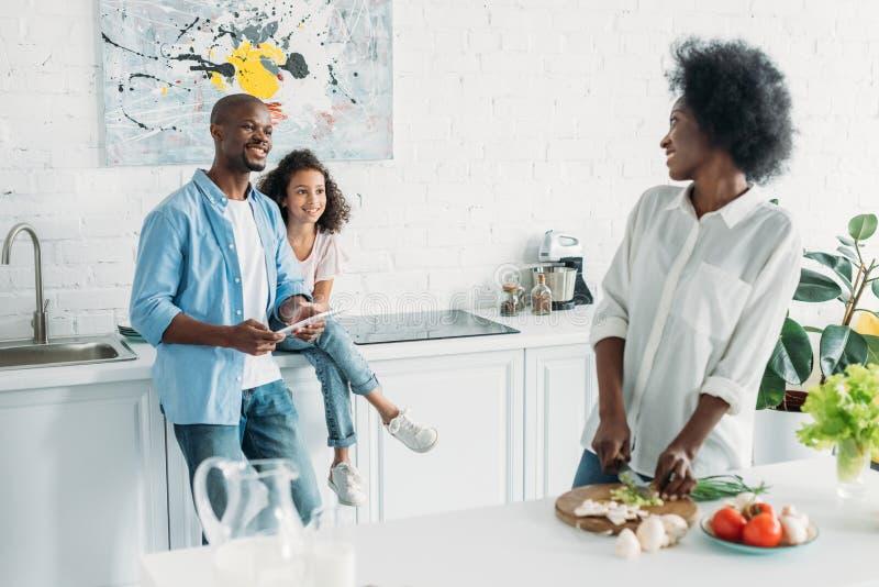 foco seletivo da mulher afro-americano fotos de stock