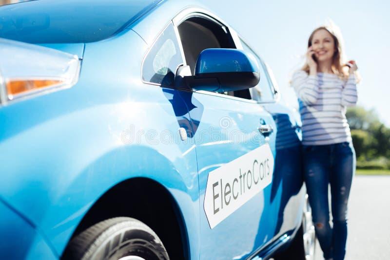 Foco seletivo de um eletro carro novo fotos de stock