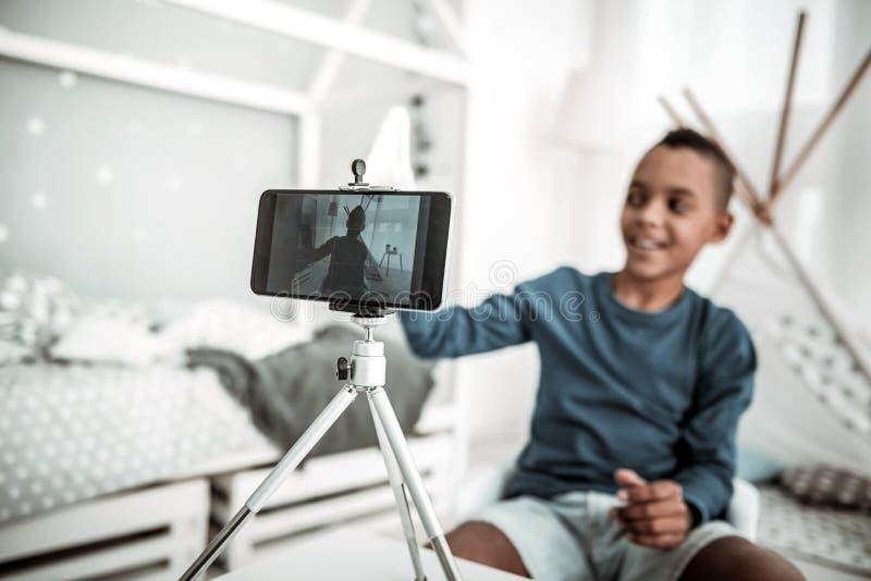 Foco seletivo de um smartphone inovativo moderno fotos de stock royalty free