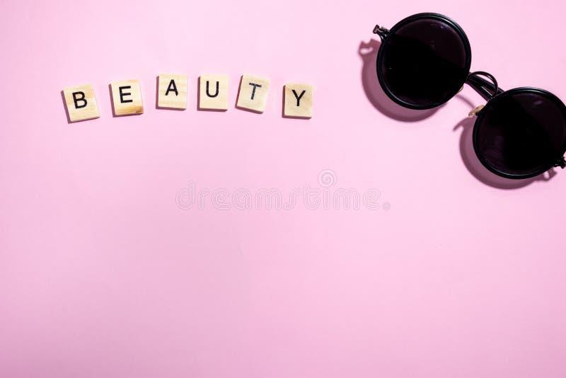Foco seletivo do grupo de lápis colorido preto no yel brilhante fotos de stock royalty free
