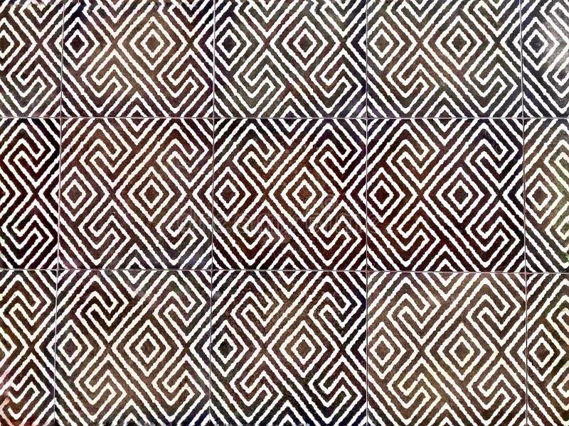 Foco seletivo do projeto abstrato do teste padrão da telha decorativa a laminar no assoalho imagens de stock royalty free