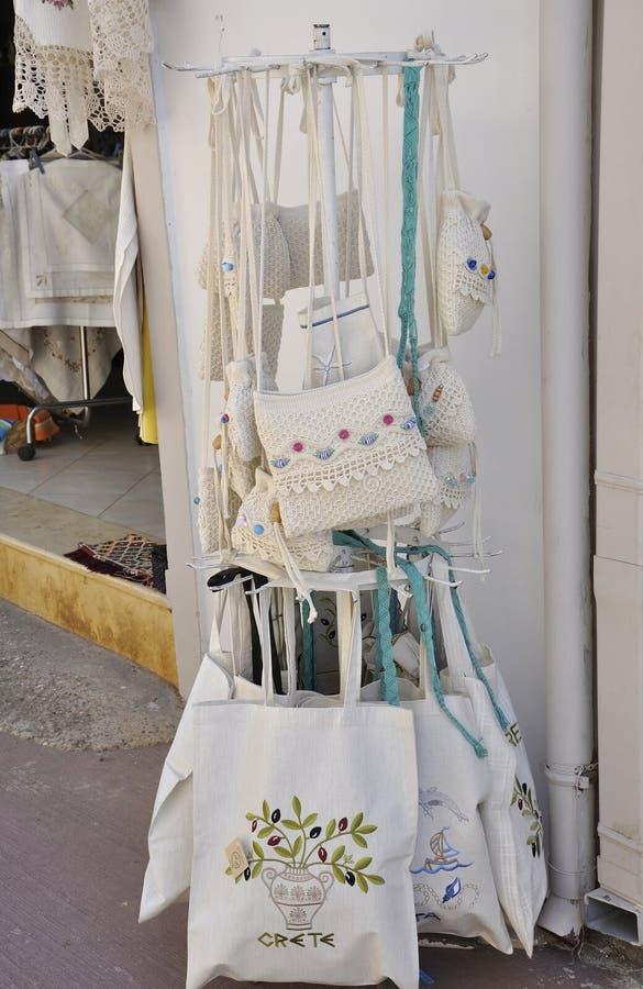 Fodele,9月1th日:在从希腊的克利特海岛的Fodele村庄纪念品店 免版税库存照片