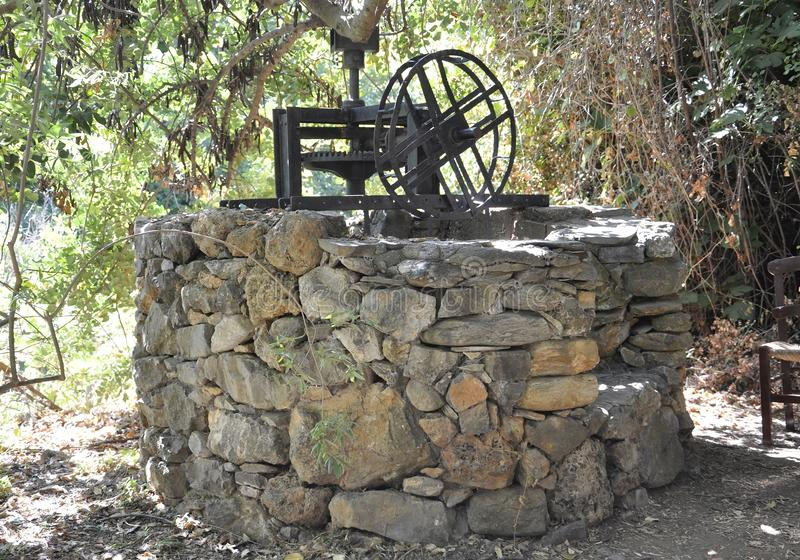Fodele, Wrzesień 1st: El Greco miejsce narodzin domu kamienia wodna fontanna od Fodele w Crete wyspie Grecja obrazy stock