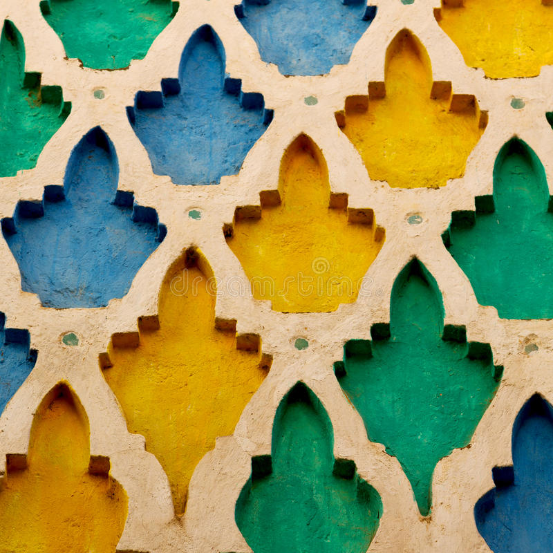 fodra i Marocko africa den gamla tegelplattan och colorated keramisk abst för golv arkivbild