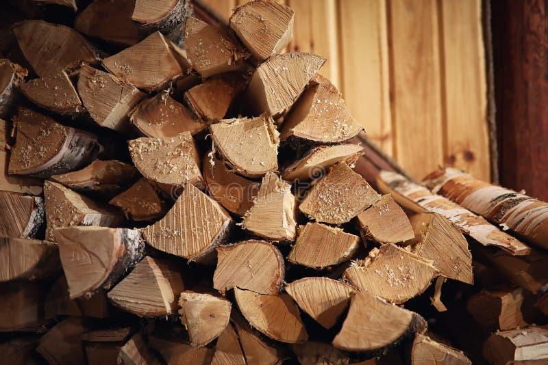 Fogão ardente de madeira Lenha para o aquecimento da fornalha Armazém para imagem de stock royalty free