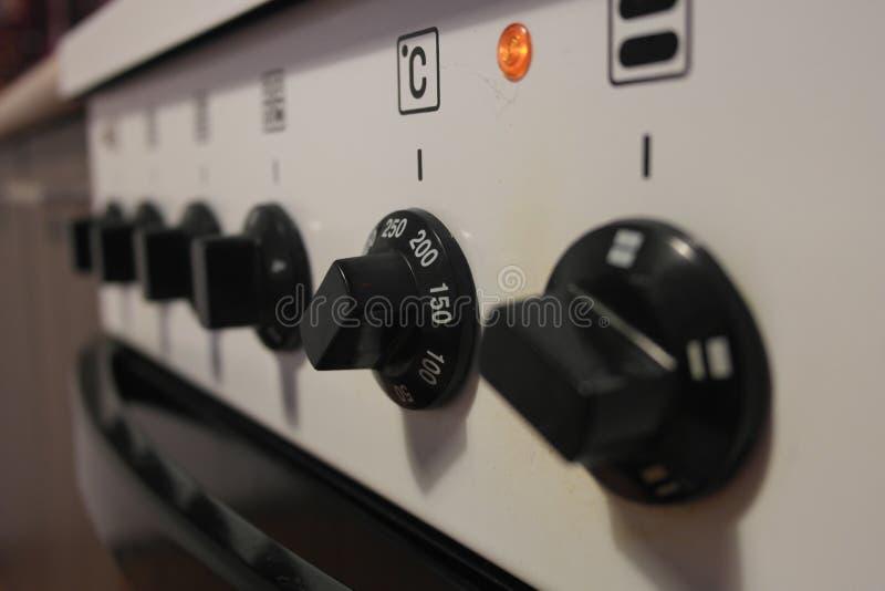 Fogão elétrico da cozinha para cozinhar em casa imagens de stock