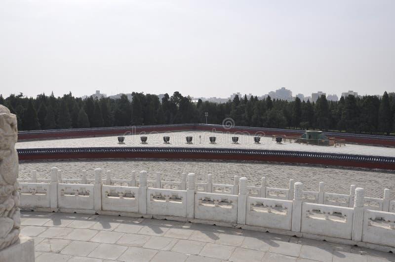 Fogões ardentes da lenha do altar circular do monte em Templo do Céu no Pequim foto de stock