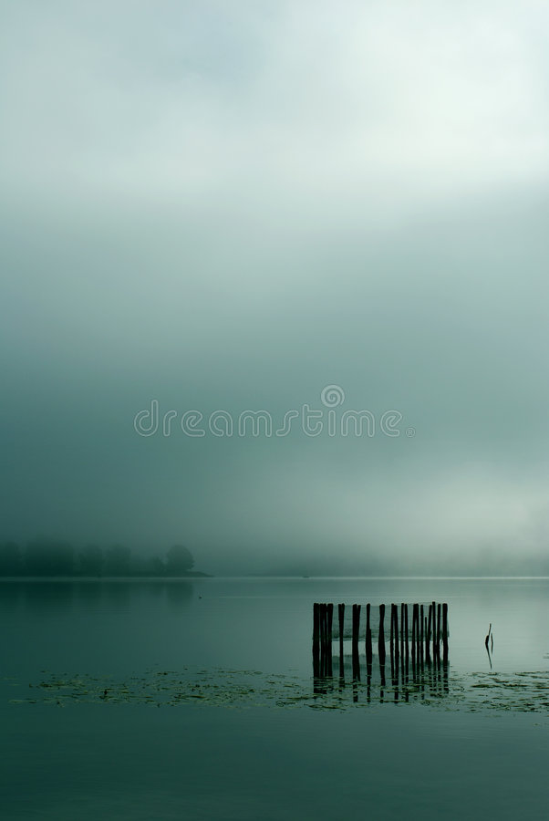 Free Fog On Lake Royalty Free Stock Photography - 3386097