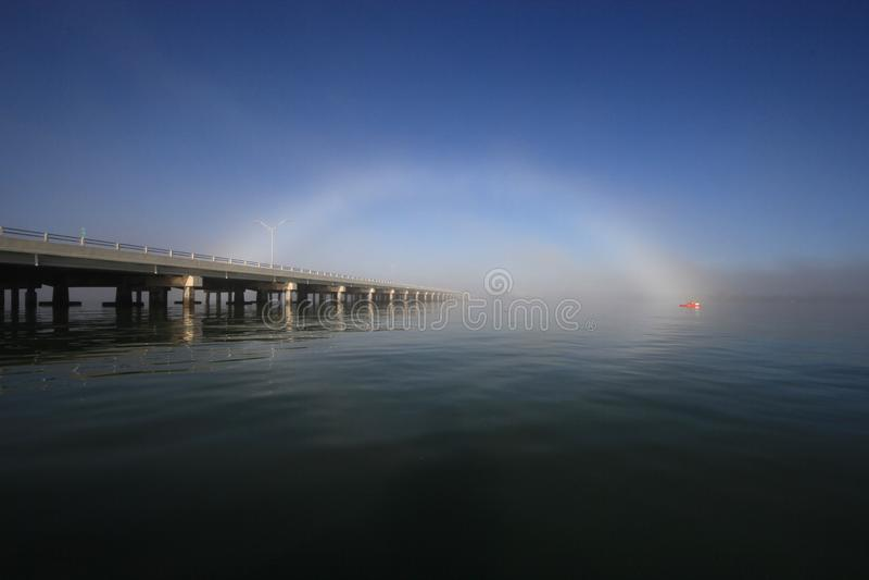 Fogbow nad niedźwiedzia cięcia mostem, Floryda zdjęcia royalty free