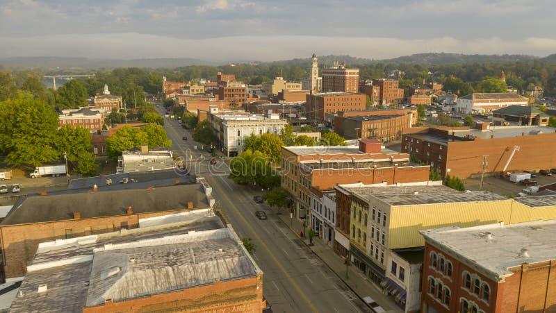 Foggy Morning Over Downtown Main Street Marietta Ohio Washington County stock afbeelding