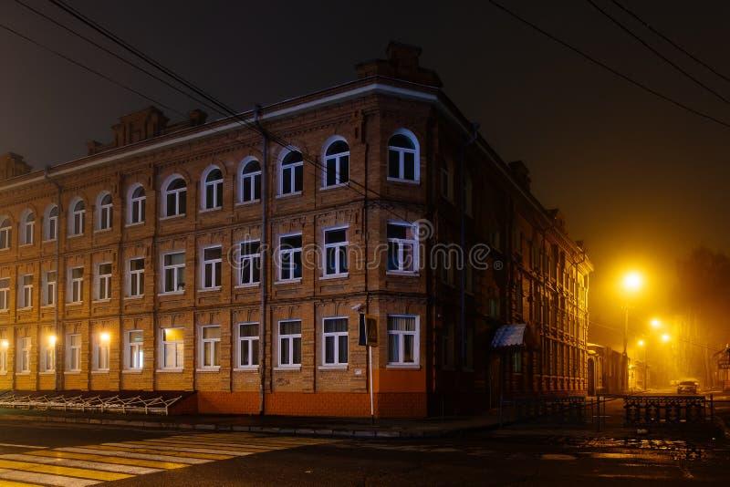 Foggy street of night city Władykaukaz, Rosja obrazy royalty free