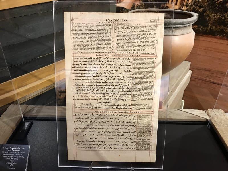 Foglia di bibbia della poliglotta di Londra nel nuovo testamento fotografie stock libere da diritti