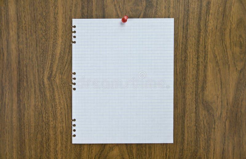 Download Foglio Di Carta In Bianco Sull'avviso Immagine Stock - Immagine di idee, blank: 3137709