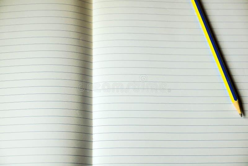Foglio di carta per appunti allineata fotografie stock libere da diritti