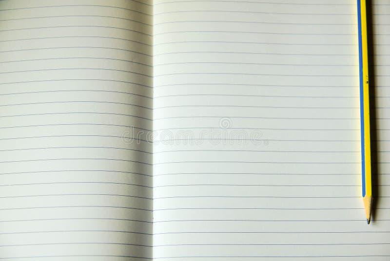 Foglio di carta per appunti allineata immagine stock