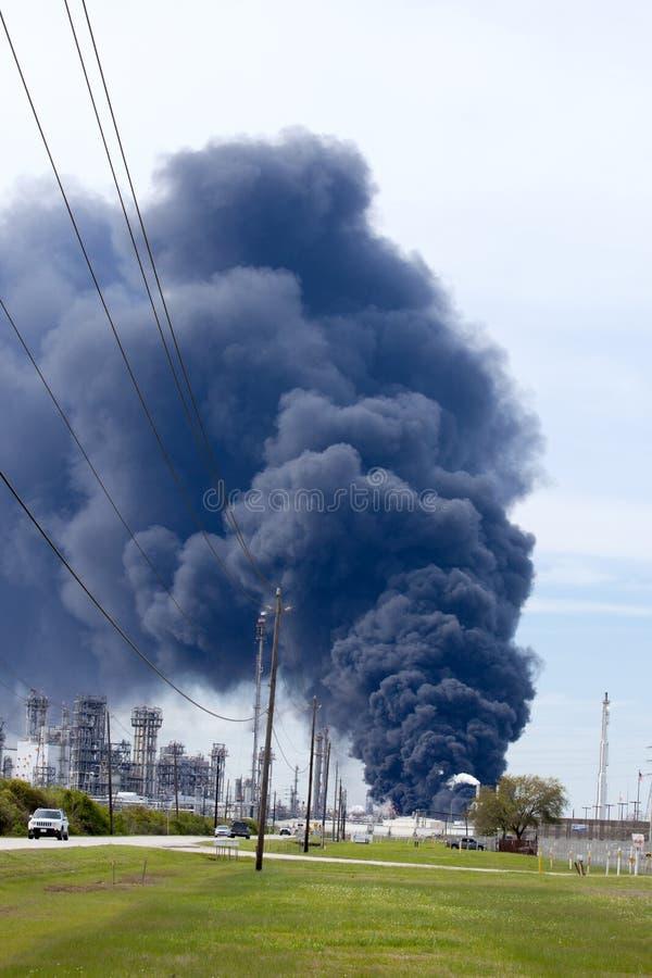Fogo da refinaria em Houston Texas fotos de stock royalty free
