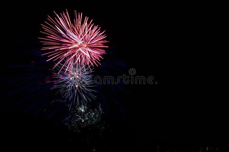 Fogo de artifício bonito no céu foto de stock