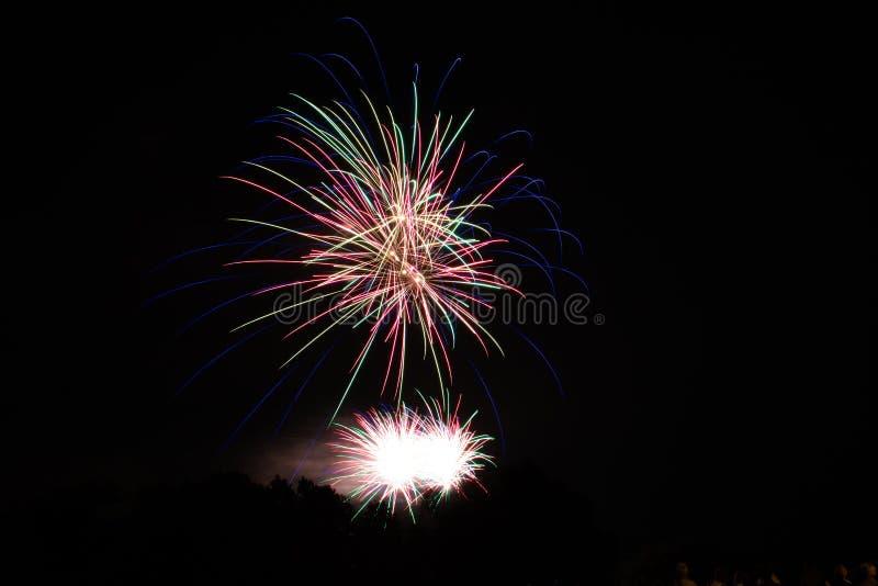Fogo de artifício bonito no céu fotos de stock