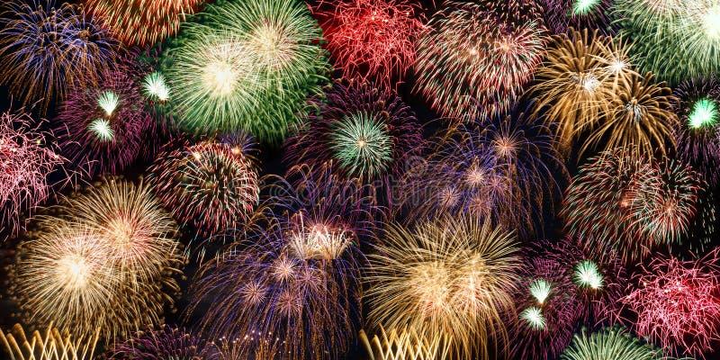 Fogo de artifício do ano dos anos da bandeira do fundo dos fogos de artifício da véspera de Ano Novo fotos de stock royalty free
