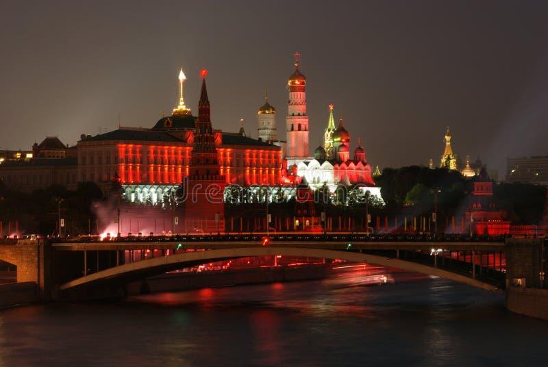 Fogo-de-artifício perto de Moscovo Kremlin fotos de stock